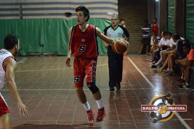 El base Bruno Mattei, aportó 5 puntos para el triunfo de la Gotita. / NICOLÁS RÍOS (Archivo).